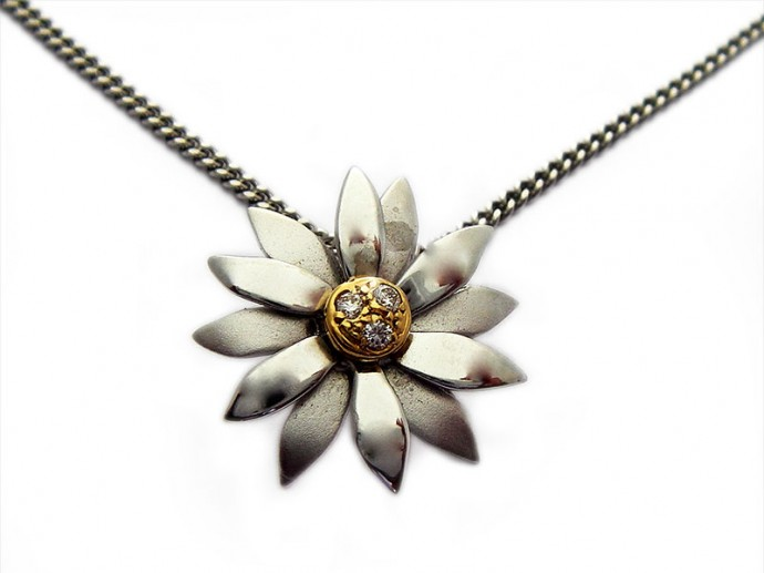 diamond-flower-pendant1-690×517